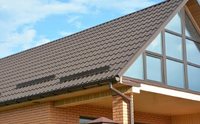Roof with gutter equipped with Gutter Guards in Peoria IL